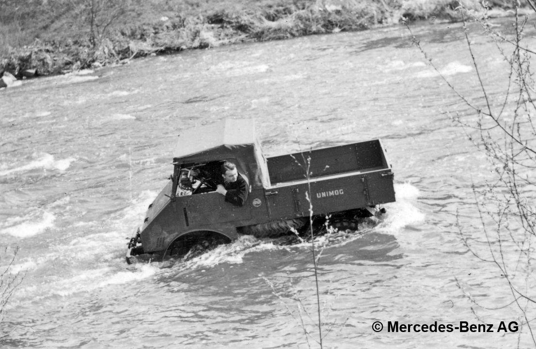 unimog u25, model series 401 crossing a river
