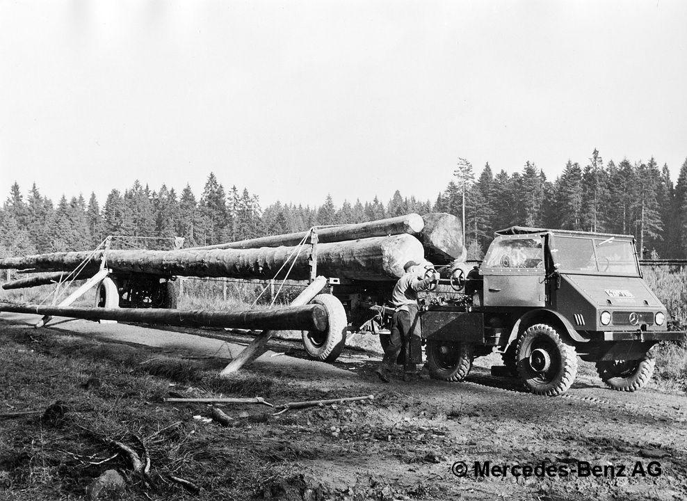 unimog u25, model series 401 with rotzler twin drum winch loading logs
