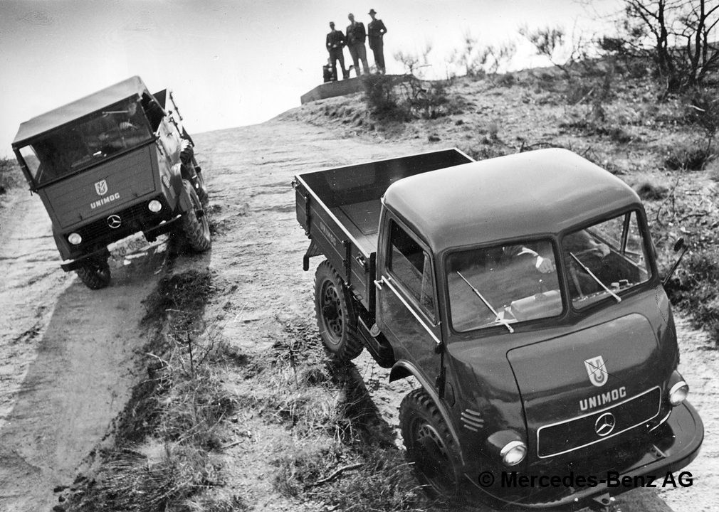 unimog u25, model series 401 with open and enclosed cab during a demonstration on the sauberg testing grounds