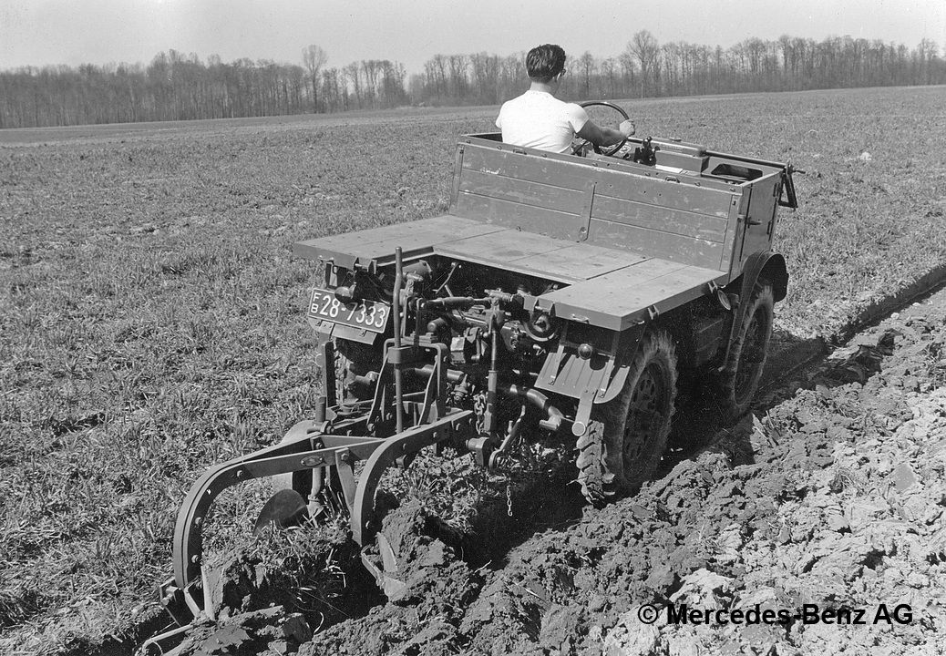 unimog u25, model series 401 with plough cultivating soil
