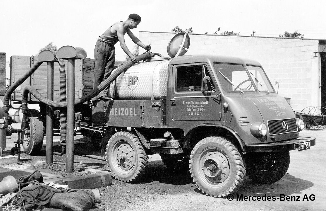 unimog u25, model series 401 with removable tank and tanker trailer, used in fuel oil distribution transport