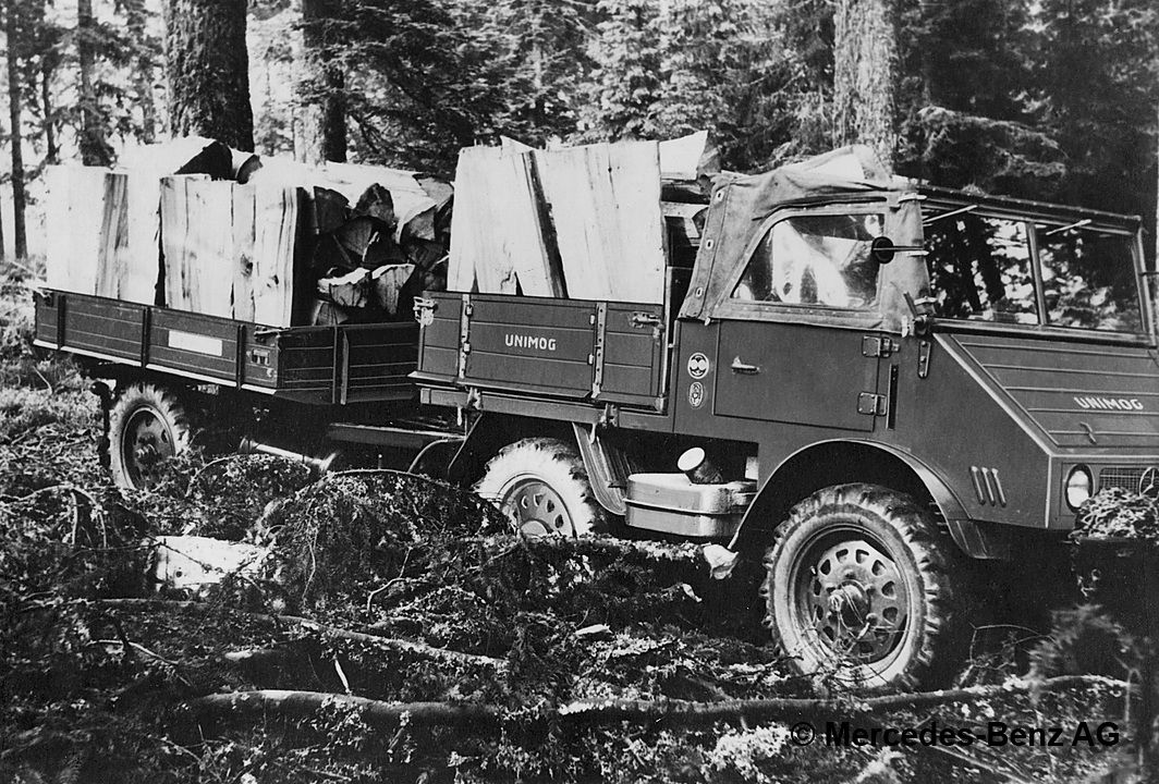 unimog u25, model series 401 with trailer transporting cut wood