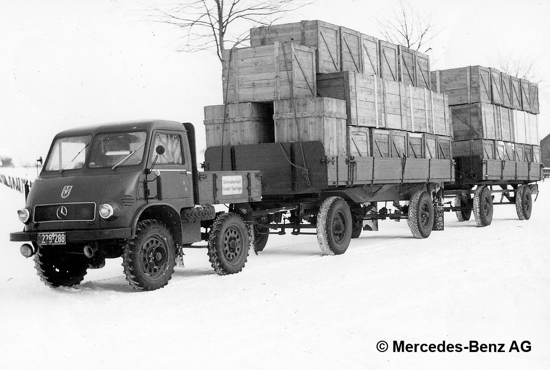unimog u25, model series 401 with two trailers transporting goods