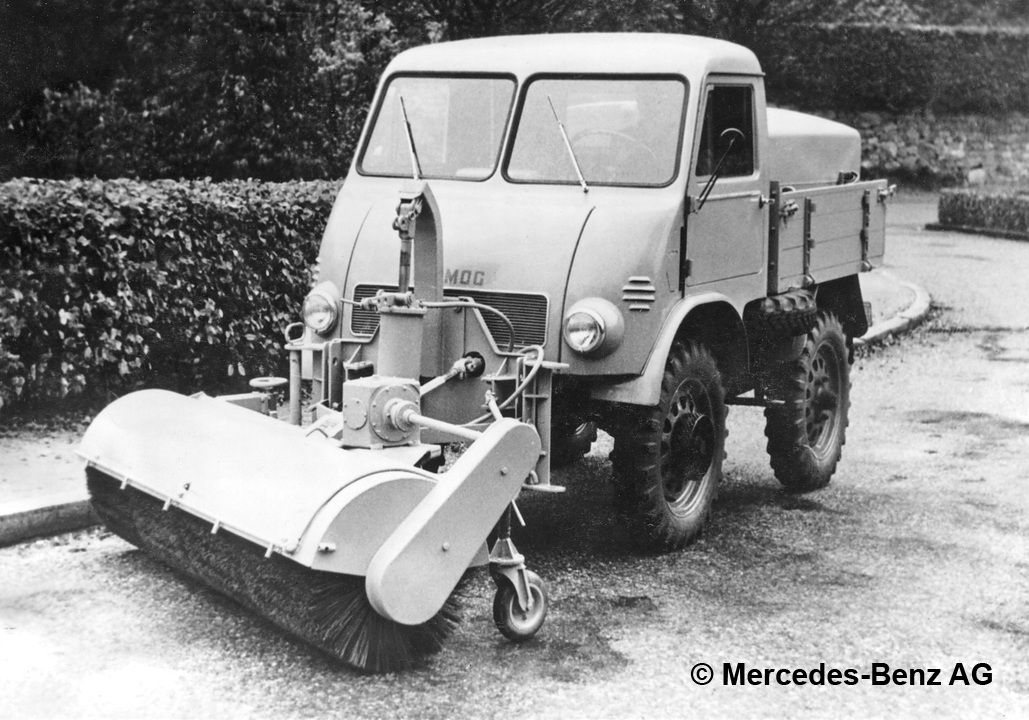 unimog u25, model series 401 with water tank and schmidt front mounted