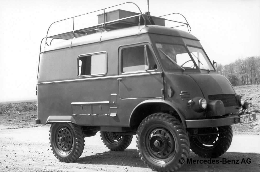 unimog u25, model series 402 radio communications vehicle of the french army, equipped with over sized alternator