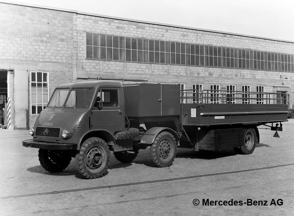 unimog u25, model series 402 tractor unit version with müller mitteltal semi trailer for transporting beer with integrated freezer compartment