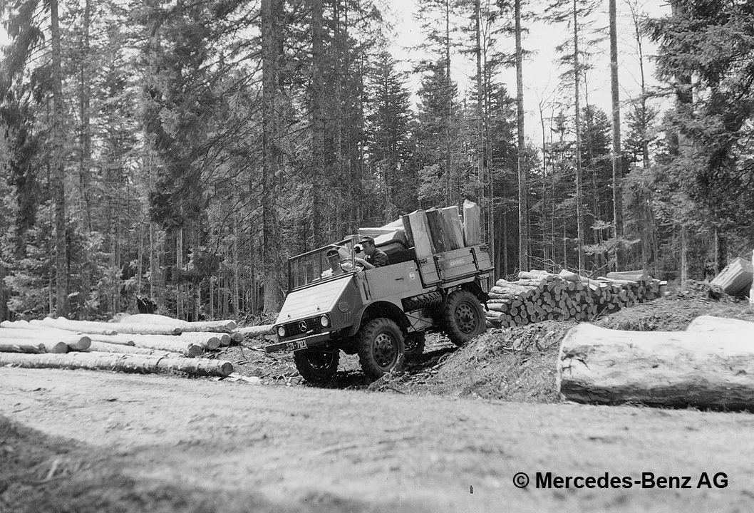 unimog u25 series 401 transporting cut wood