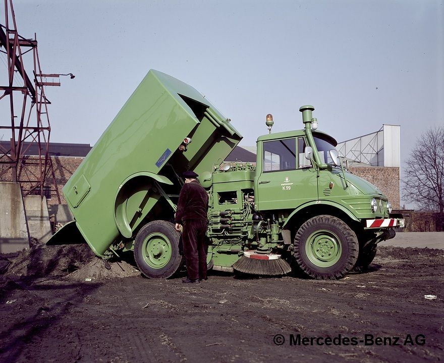 """unimog, model series 421, chassis cab version with sch""""rling sweeper body emptying the collecting tank"""