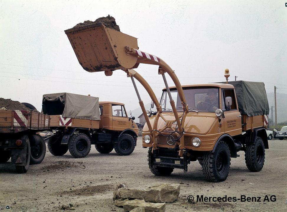 unimog, model series 421 with front loader transferring bulk material 1